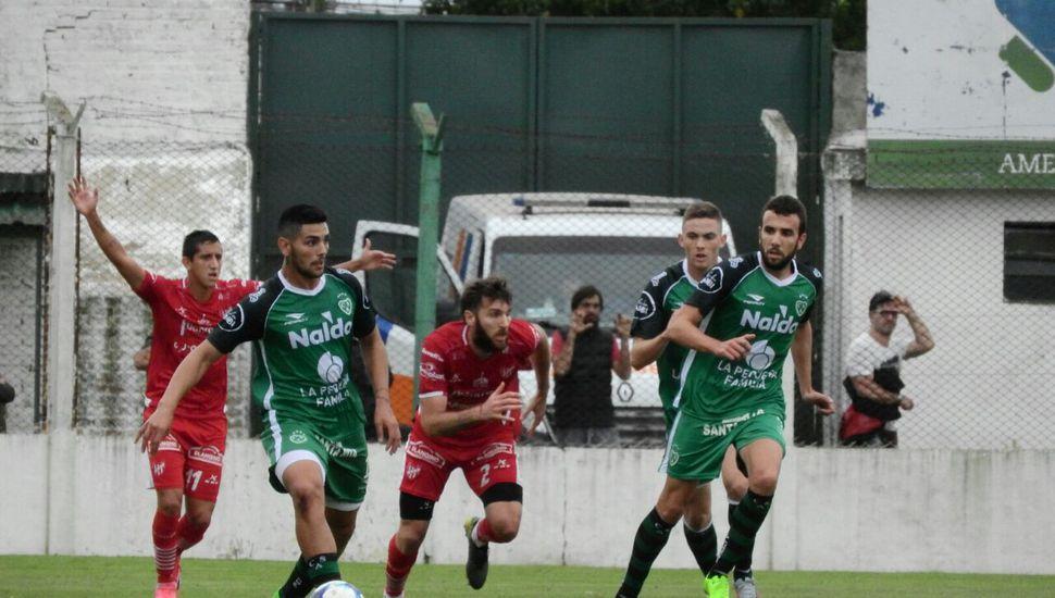 Al término del primer tiempo, Sarmiento empata sin goles ante Instituto
