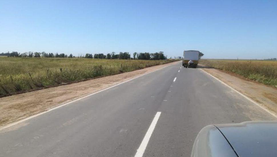 Realizan trabajos en las banquinas de la ruta Ascensión - Ferré