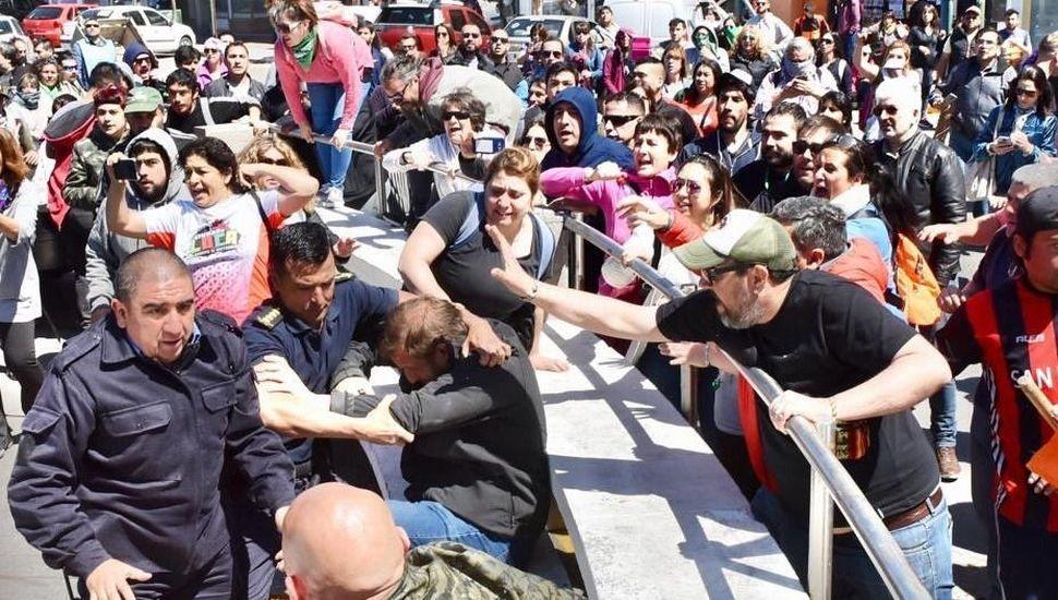 Ctera lanzó un paro nacional docente para mañana tras los incidentes en Chubut y las escuelas bonaerenses serán afectadas