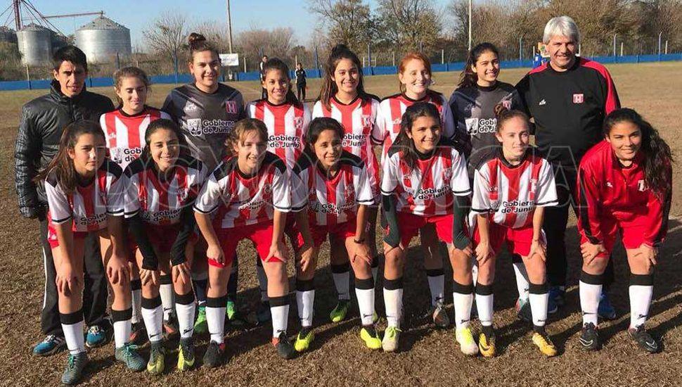 Formación que presentó el seleccionado femenino Sub-18 de la Liga Deportiva del Oeste en la vecina ciudad.