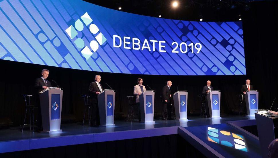 Comenzó con fuertes cruces el último debate presidencial antes de las elecciones
