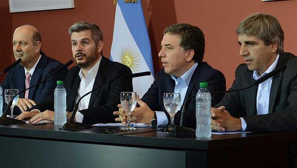 Sturzenegger rompió el silencio y arremetió contra Marcos Peña