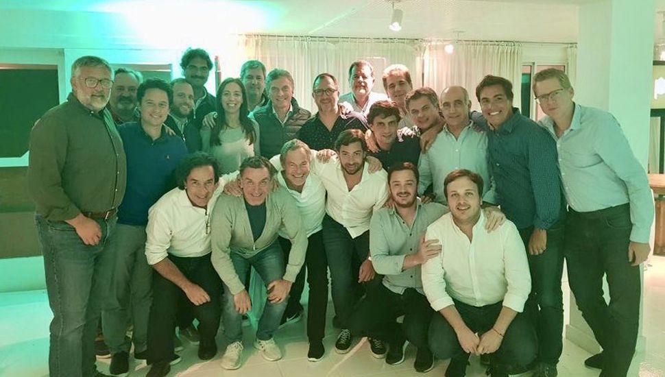 """Mauricio Macri apareció por sorpresa en el retiro del """"vidalismo"""", como para despejar rumores sobre su posible renuncia a la reelección."""