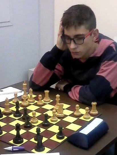 Enzo Leto lidera con puntaje ideal el torneo de ajedrez