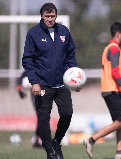 Julio Falcioni superó la COVID-19 y podrá volver a estar al frente de Independiente esta noche.
