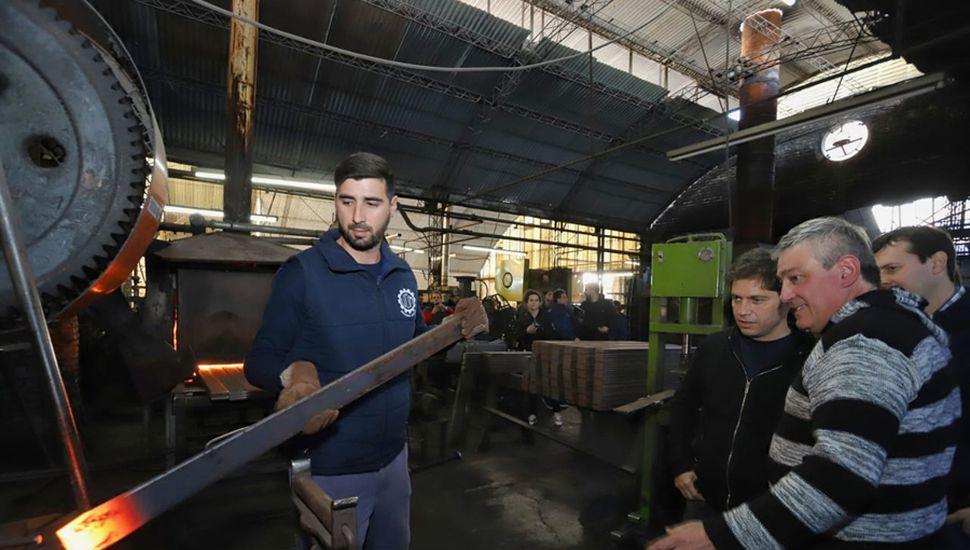 Aspecto de la visita de Kicillof a la fábrica Aneiros.