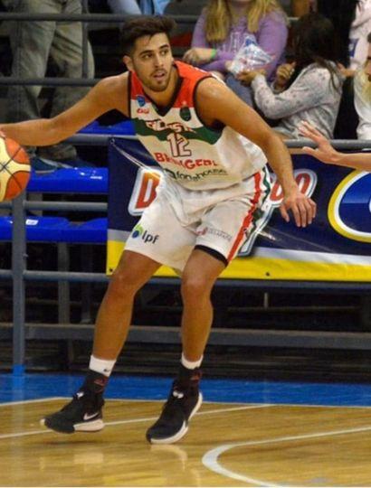 Julián Morales jugando para Ciclista Juninense.