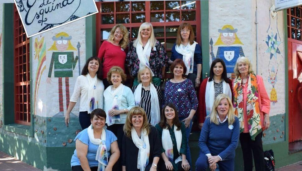 El grupo de mujeres que lleva adelante el Club de narradores.