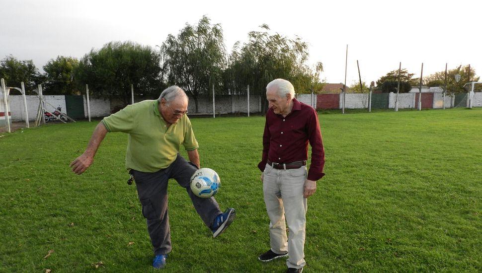 Aníbal Viale y Carlos Carozza, el homenaje de la liga para dos pilares de nuestro fútbol