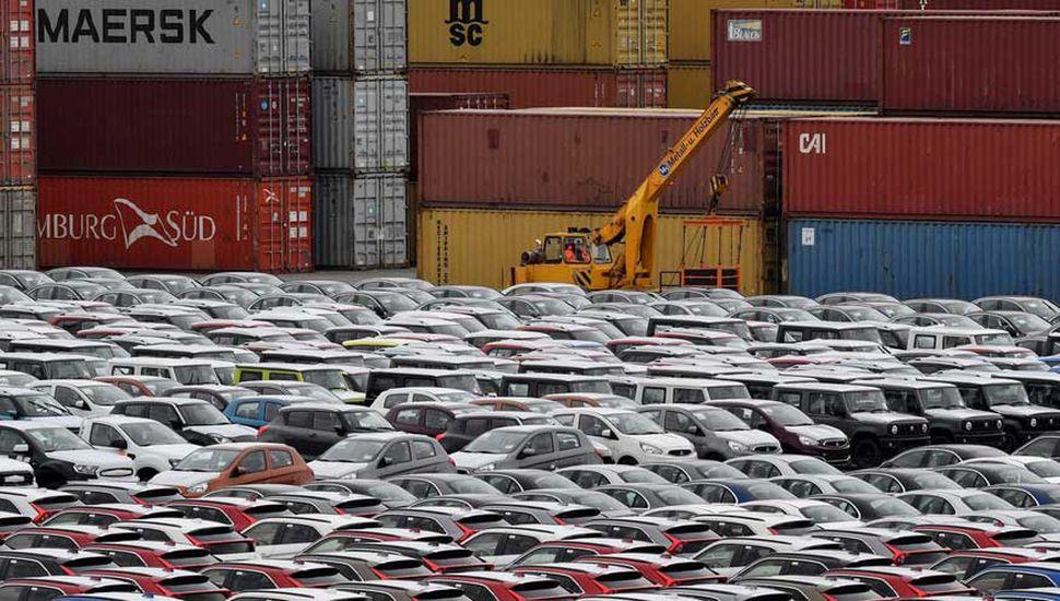 Trump congeló los aranceles a los autos japoneses y europeos