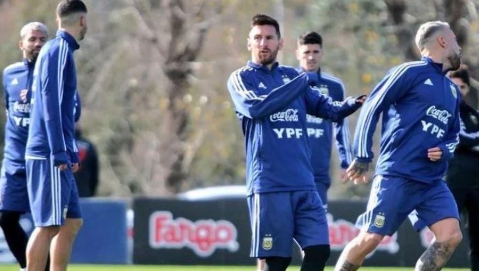 Lionel Messi puso primera con la Selección Argentina y entrenó en Ezeiza