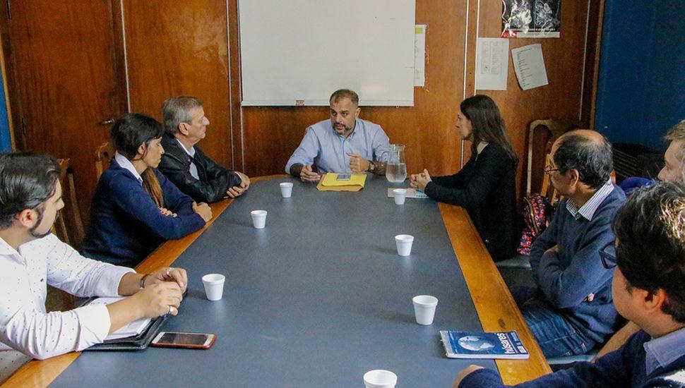 Scanavino junto a representantes de La Anónima, Vea, Changomás y Diarco.