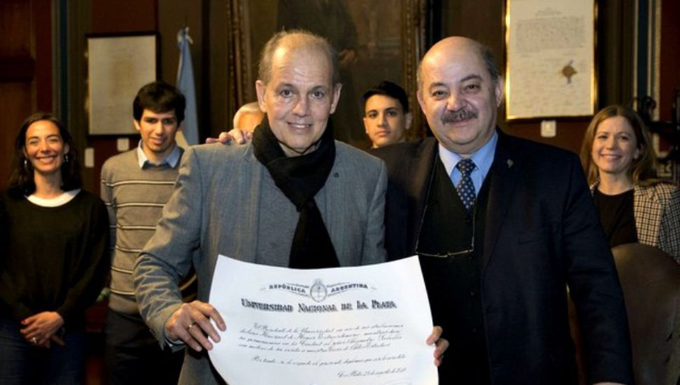 Sabella recibió una distinción de la Universidad de La Plata