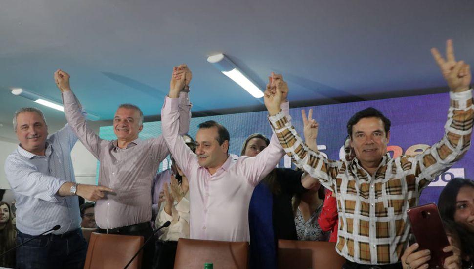 El gobernador electo Oscar Herrera Ahuad festeja el triunfo en las elecciones generales de Misiones.