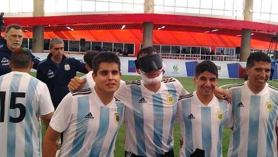 """Algunos de los integrantes de """"Los Murciélagos"""", que ayer golearon 4 a 0 a Perú."""