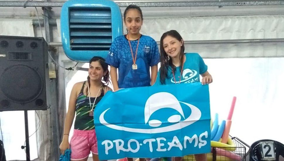 Nadadores de la escuela municipal que viajaron a San Justo.