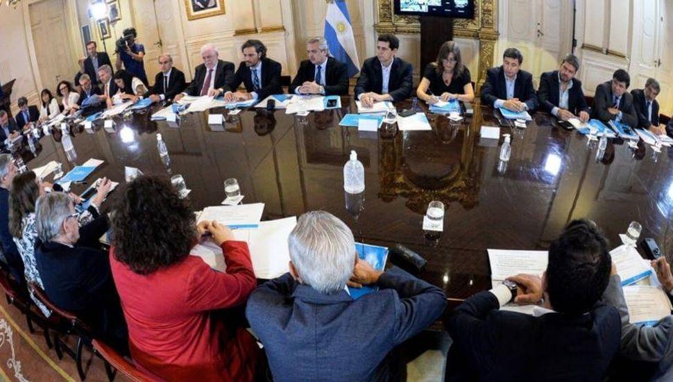 Alberto Fernández recibe a los gobernadores y evalúa la cuarentena obligatoria en Argentina