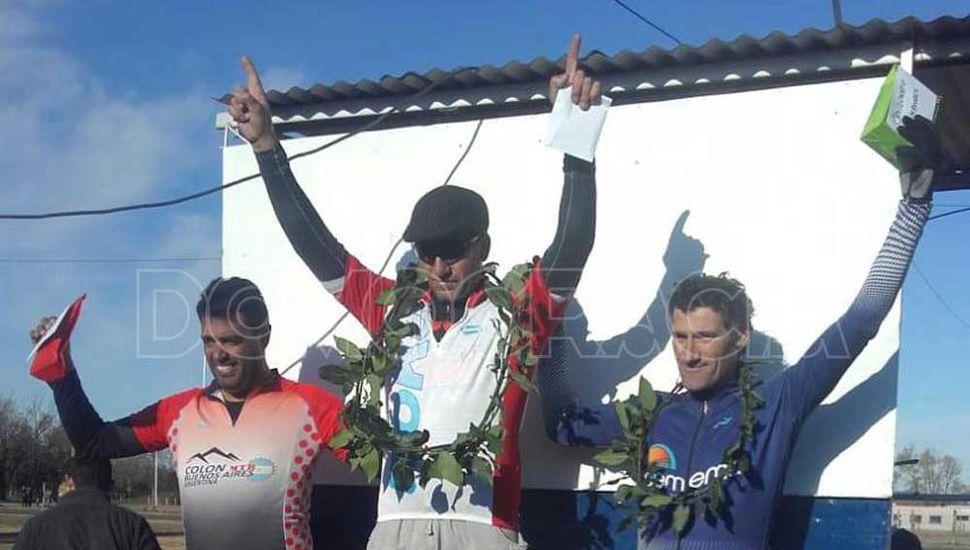 El podio de la categoría debutantes mayores, con el juninense Marcelo Madrea al tope, consagrándose campeón.