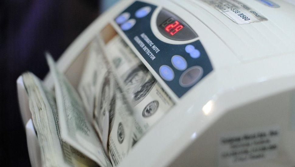 El dólar trepa 35 centavos y ya se vende a $20,85