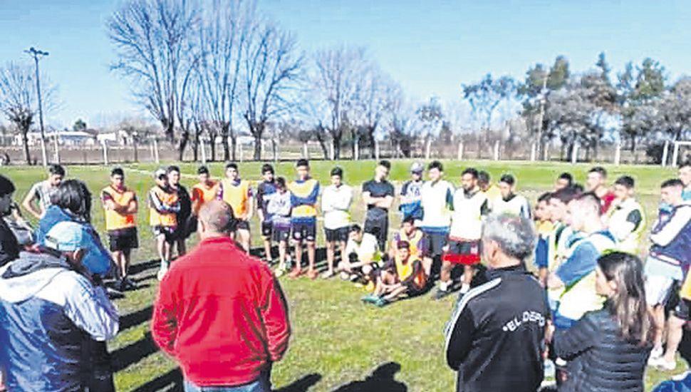 La presentación del cuerpo técnico y refuerzos del Deportivo Baigorrita, ante gran número de hinchas y socios de la entidad de la  vecina localidad.