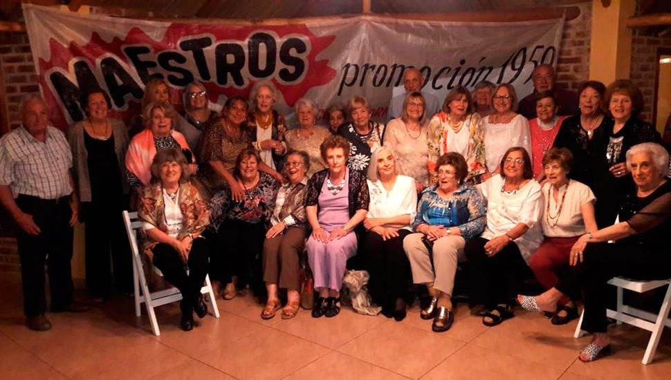 Anoche festejaron los ex alumnos de la promoción 1959 del Colegio Normal.