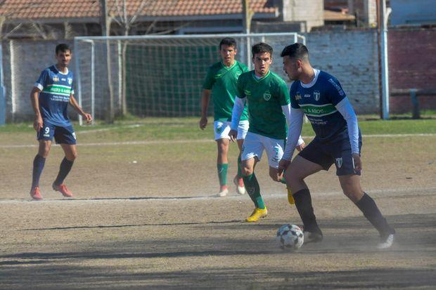 Sarmiento se quedó con el clásico de barrio al golear 3 a 0 a un pálido B.A.P.