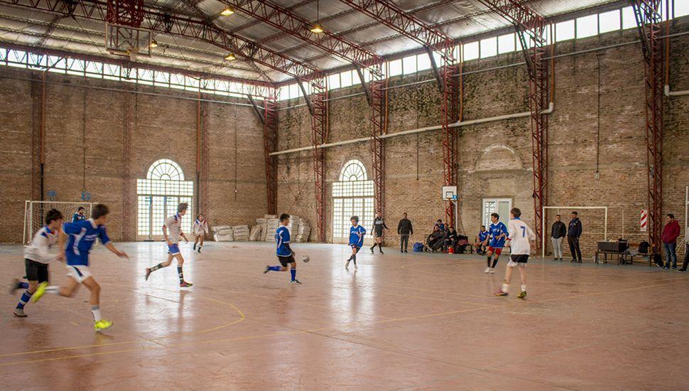 """Torneo de futsal en el Complejo """"San Martín""""."""