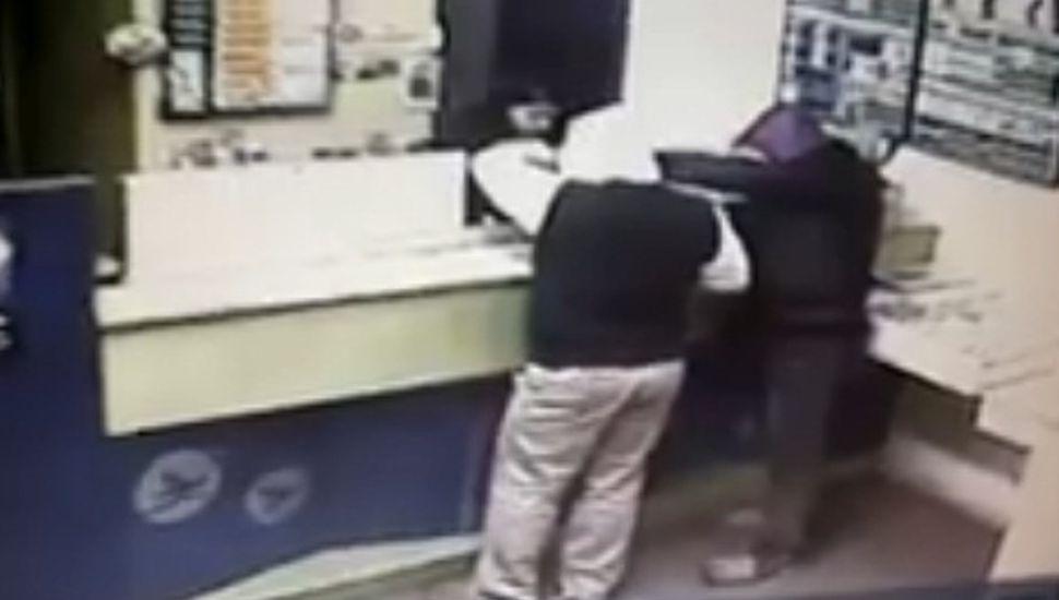 Video: así fue el robo en una agencia de lotería de Ascensión