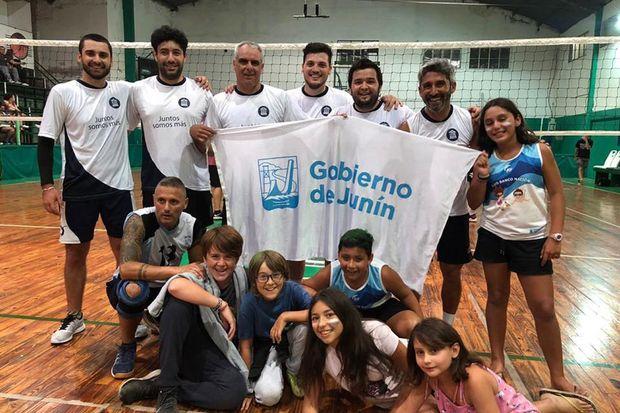 El equipo de caballeros del Banco Nación venció 2 a 0 a los locales.