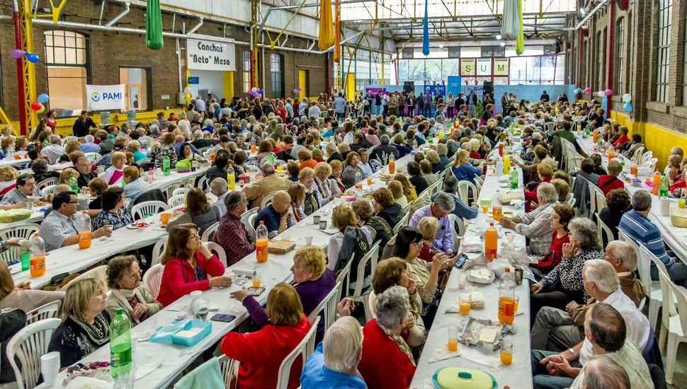Cientos de jubilados celebraron su día en Junín