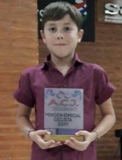 Lautaro Ibáñez, uno de los ciclistas  de Junín premiado por la Asociación.