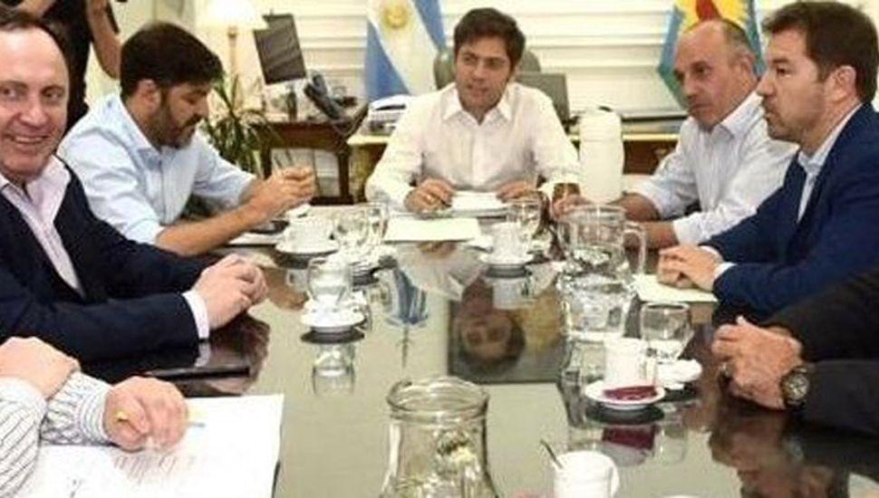 En la cabecera se observa al gobernador, Kicillof, y a su izquierda, al diputado provincial Alexis Guerrera.