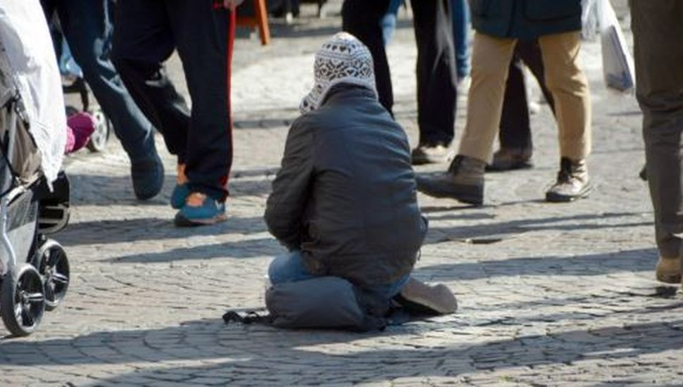 Polémica en Suecia: una ciudad cobra a los mendigos para pedir limosna