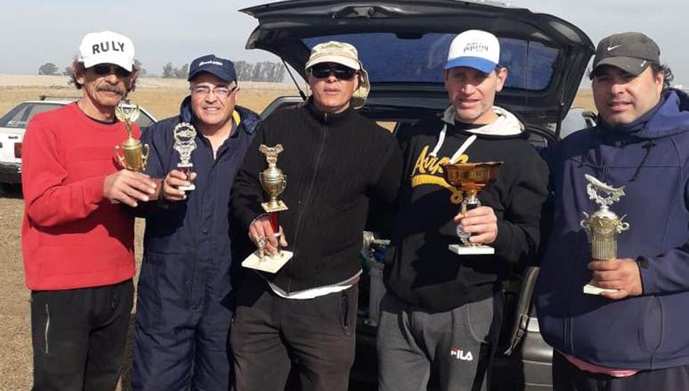 """Los pescadores que ocuparon las primeras posiciones en el concurso de """"Los Carpincheros""""."""