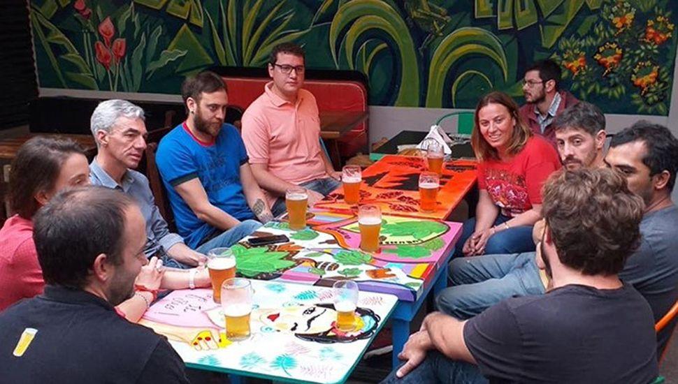 El candidato del Frente de Todos se reunió con productores cerveceros.
