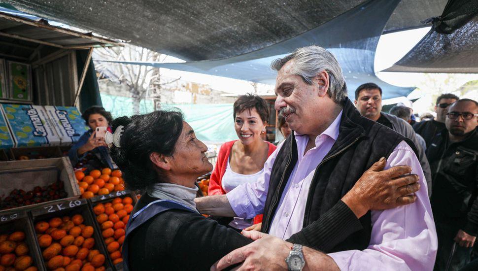 La estrategia en el bunker de Alberto Fernández apunta a superar el 50% de los votos para que el candidato pueda acumular poder político.