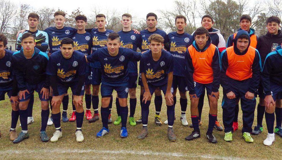 Equipo titular del Club Social y Deportivo General Pinto que perdió el invicto en su estadio.