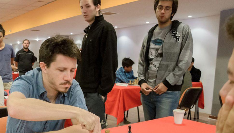 Diego Flores venció al puntero del Argentino de ajedrez 2017, Sandro Mareco, y quedó a medio punto de quien encabeza las posiciones.