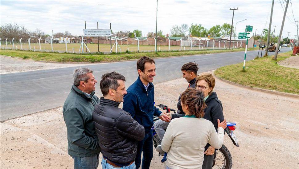El intendente Pablo Petrecca dialogó con los vecinos tras la finalización de la repavimentación en un tramo de avenida Alberdi.