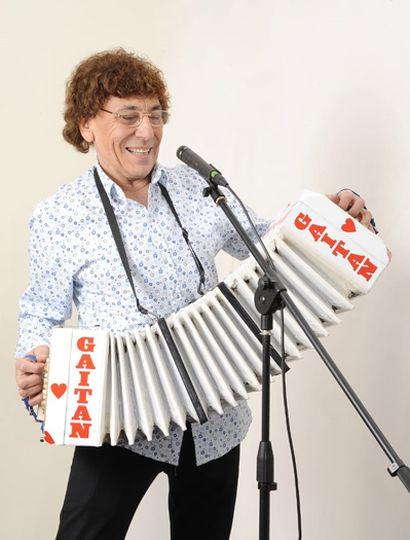 """Osvaldo """"Corazón"""" Gaitán es un referente de la música tropical que lleva más de sesenta años en los escenarios."""