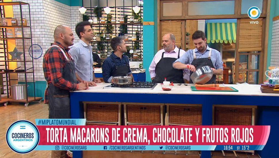 El chef juninense Pablo Remaggi hizo una torta macaron en la TV Pública