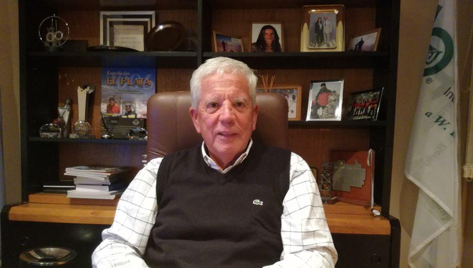 Daniel González es un reconocido productor de seguros local que desde hace 20 años practica el montañismo.
