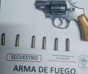 El revólver calibre 38 secuestrado por la policía.