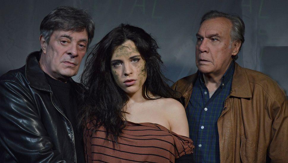 Daniel Lemes, Julieta Zara y Carlos Mena protagonizan la obra.