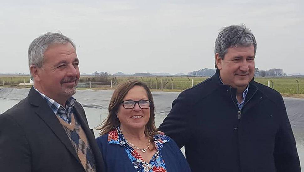 Claudio Rossi, Ángeles Zarantonelli y Roberto Gigante en la localidad de Carabelas.