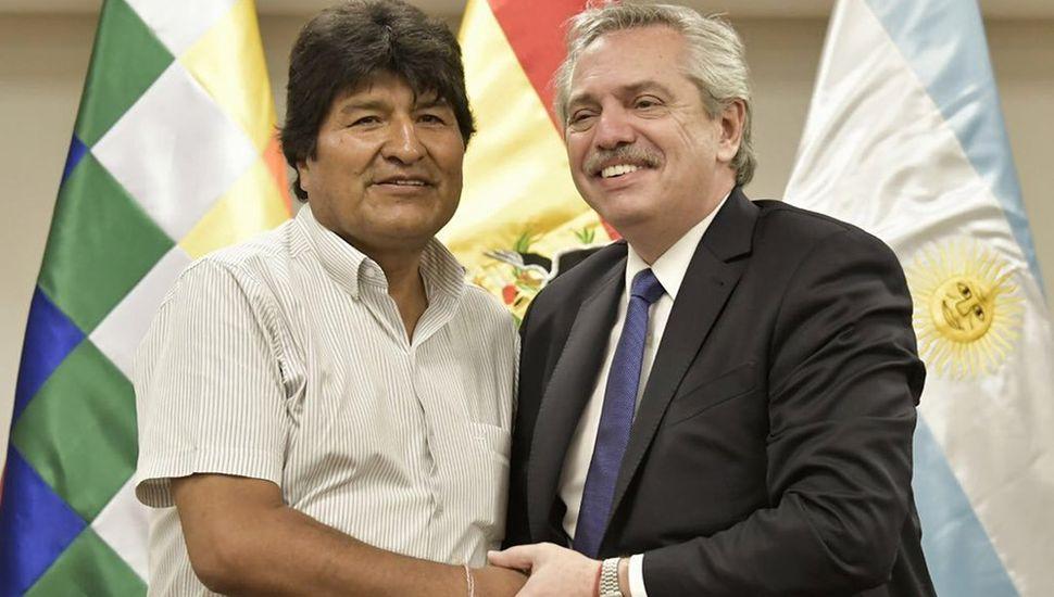 """Evo Morales agradeció a Alberto y Cristina Fernández por """"garantizar"""" su refugio en Argentina"""