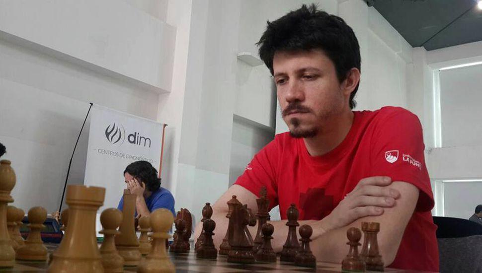 Diego Flores es Gran Maestro Internacional de ajedrez y acaba de coronarse hexacampeón argentino.