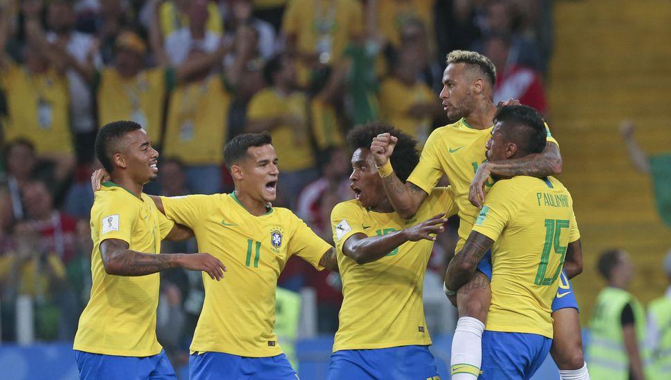 Neymar lleva a Brasil a los cuartos de final