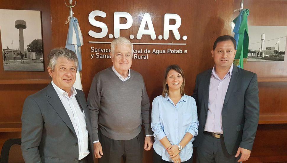 Autoridades linqueñas con directivos del SPAR.