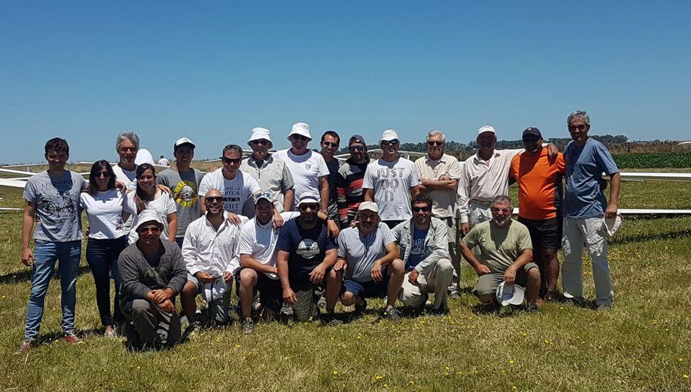 El equipo juninense ayer, en la pista de Gonzales Chaves.